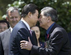 [화보] 中 시진핑 부부, 뉴질랜드 방문…'마오리족 전통인사'