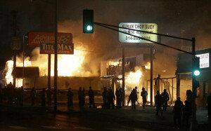 [화보] 美 퍼거슨 소요 확산, 경찰차 불타고 150여발 총성 '전쟁터'