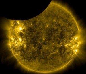 달 자오선 통과, 우주에서만 볼 수 있는 부분일식… 올해만 4차례