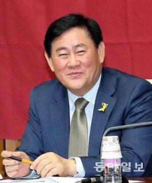 """최경환 """"정규직 과보호 심각,  기업들 비정규직 양산"""""""