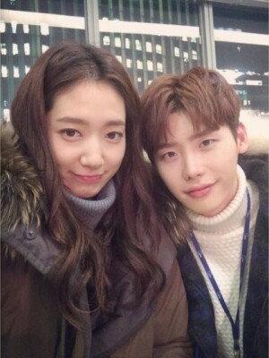 박신혜, 이종석과 머리 맞대고 다정 셀카… 실제 연인 같은 모습 '눈길'