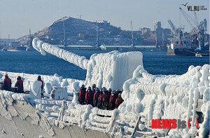 [화보] 얼음으로 뒤덮인 최영함… 블라디보스토크 입항