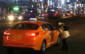 택시 승차거부 삼진아웃제 도입, '세 번째 자격 취소'…소속 택시회사도 처벌