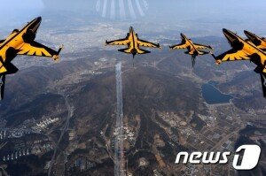 [화보] 푸른 하늘 속 공군 특수비행팀 '블랙이글'