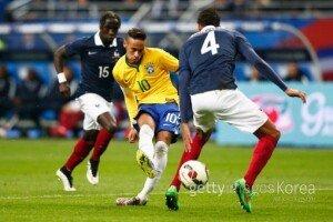 브라질, 프랑스 월드컵 결승전 패배의 한 씻었다… 오스카·네이마르·구스타보 골
