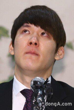"""박태환, 국민들께 징계 관련 사죄 """"수영장 밖의 세상에 무지했다"""""""