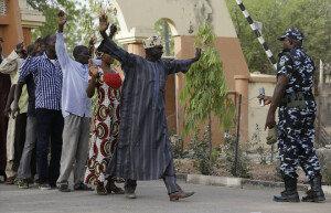 목숨 건 나이지리아 대선투표… 보코하람 최소 3개 마을 테러