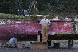 日 쓰나미 어선 4년만에 美해안서 발견