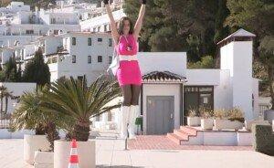 [영상] RC헬기 2대 이용해 공중 날아다니는 여성