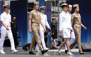 [화보] 해군 제복 패션쇼…'절도 있는 워킹'
