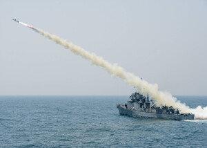 [화보] 해군, 동해상서 전투탄 실사격 훈련…'일발필중!'