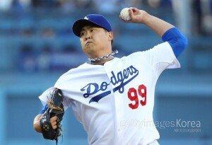 """류현진, 어깨 수술 여부 발표… LA 다저스 사장 """"수술은 옵션 중 하나다"""""""