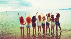 소녀시대, 해변에서 핫팬츠 입은 채 각선미 과시 '눈길'