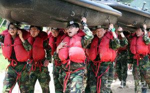 [화보] 해군 특수전 캠프 현장…'피할수 없다면 맞서라'
