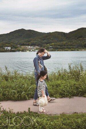 """이영애, 딸과 함께 산책 사진 공개…""""아내로서 엄마로서 행복한 시간"""""""