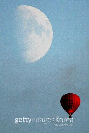 """오늘(31일) 밤하늘에 블루문 뜬다… NASA """"실제 푸른빛 달 존재했다"""""""