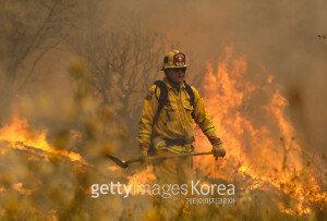 美 캘리포니아 주, 산불로 비상사태 선포…주민 약 1만2000명 대피령