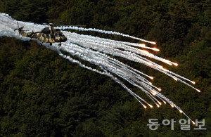 [화보] 육군항공사격대회…'수리온의 플레어 사격'