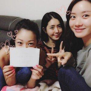 """한채아·제시, 한그루 청첩장 인증샷 """"내 사랑 한그루 너무 축하해"""""""