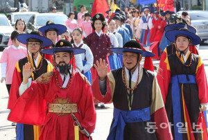 [화보] '시흥행궁 복원 기원' 정조대왕 행차 시연