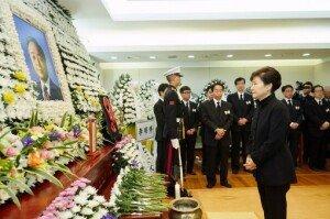 박근혜 대통령, '김영삼 영결식' 부분 참석… 빈소서 고인 배웅