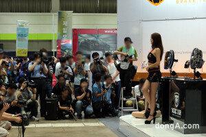 서울오토살롱, 스타급 레이싱모델 총출동