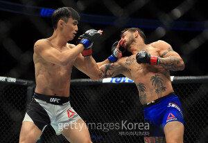 'UFC' 최두호, 컵 스완슨에 판정패…데뷔 첫 패배