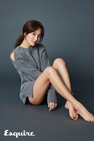 배우 정혜성, 매끈한 각선미 돋보이는 화보 공개