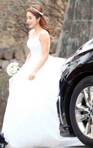 '원조 요정' 바다,  9세 연하 사업가와 성당서 결혼