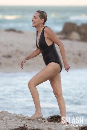 60세의 샤론 스톤, 여전히 아름답다!