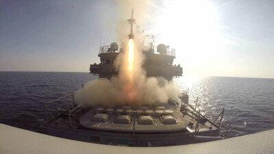 [화보] 해군 을지문덕함  '시스패로' 발사…가상적기 명중