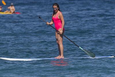 레아 미셀, 바다 위에서 뽐내는 수영복 몸매