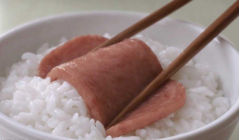 해외서 싸구려 대접받는 통조림 햄, 한국에선 명절 선물된 사연