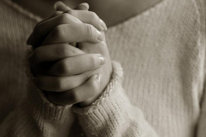 사이비 종교의 신도들은 왜 교주를 계속 신뢰할까?