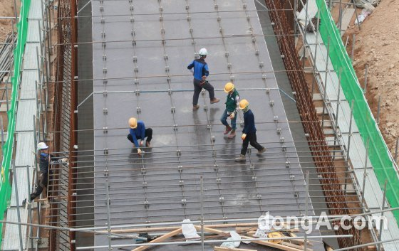 """서울시 """"폭염경보 시 건설현장 작업 중지""""… 근로자 임금은 보전"""