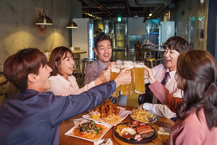 우리 회사 규칙은 119, 한 가지 술로 일 차만 아홉 시까지?