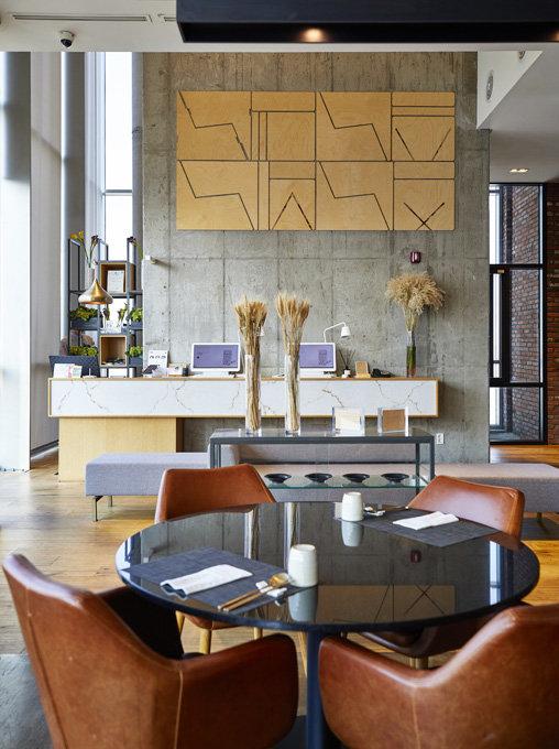 9층에 위치한 호텔 로비의 접객 공간. 모던한 단순함을 추구했다.