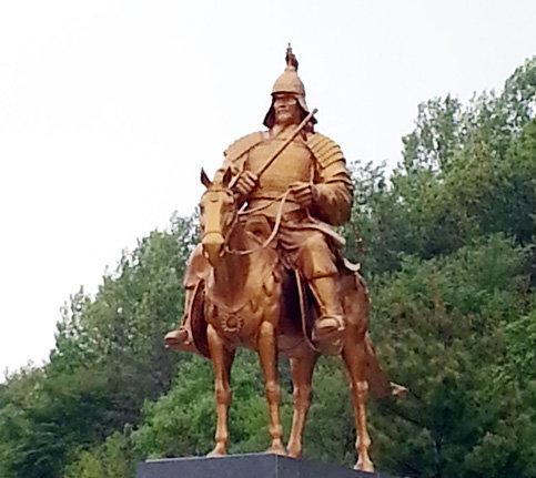 육군보병학교(전남 장성군)에 세워진 여진 정벌의 명장 윤관(尹瓘·1040~1111) 동상.[사진제공·육군보병학교]