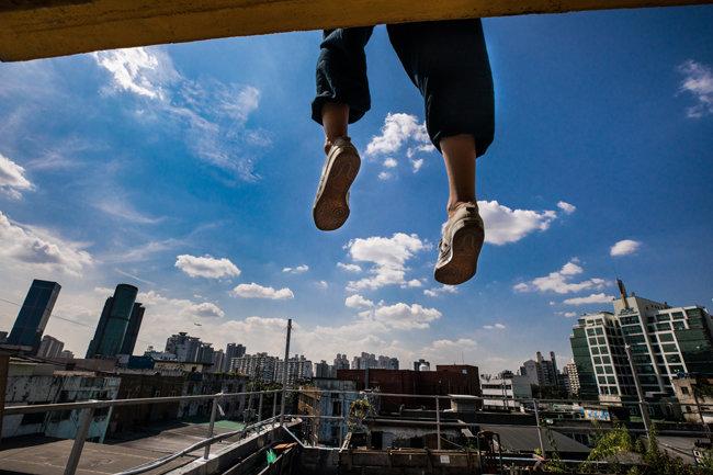 [입상작] 파란 하늘 발 아래로 펼쳐진 문래동 공장.