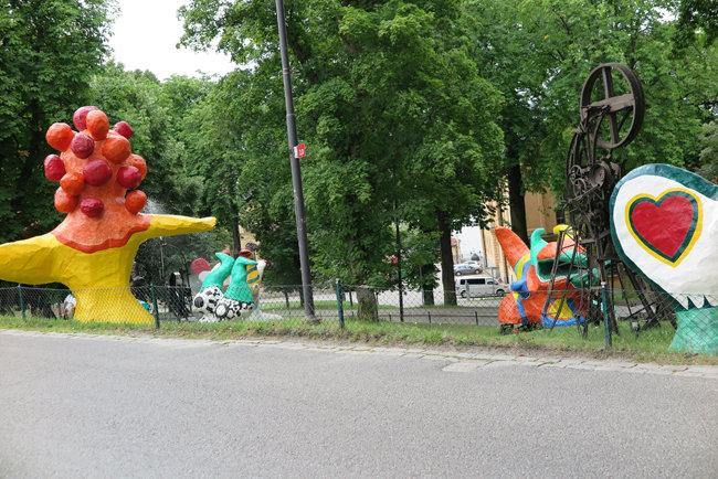 스톡홀름 현대미술관 입구에 놓인 조각 작품들.[최정표]