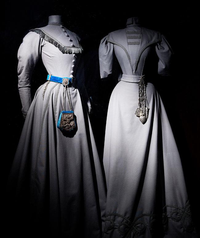 빅토리아 시대 여성들이 허리춤에 착용했던, 살림에 필요한 다양한 도구, '샤틀레인(Chatelaine)'. 세심한 세공이 아름답다. 샤틀레인은 프랑스어로 '성의 안주인'이란 뜻. [홍중식 기자]