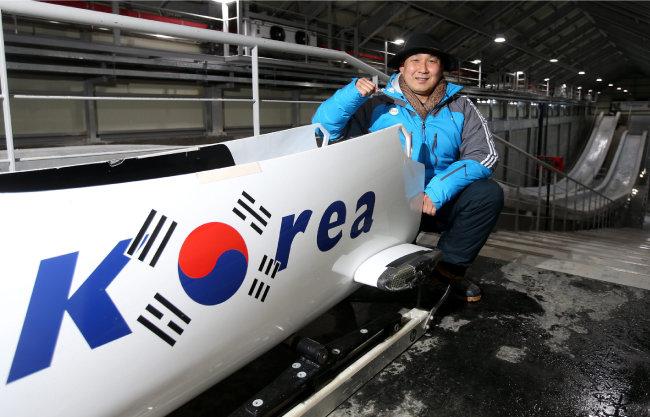 강광배 교수는 루지, 스켈레톤, 봅슬레이로 동계올림픽 썰매 전 종목에 출전한 최초의 선수로 IOC 박물관에 기록되어 있다. [동아DB]