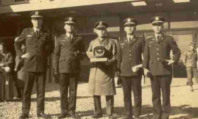 1965년 군법무관 복무시절. 맨 왼쪽이 나다.