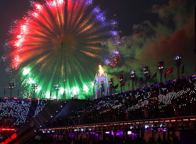 3월 9일 2018 평창 동계패럴림픽대회 개막식에서 펼쳐진 화려한 불꽃 쇼.