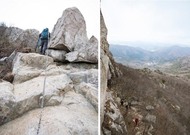쇠줄을 잡고 올라야 하는 험한 등산로, 바위 절벽을 끼고 오르는 등산객. [지호영 기자]