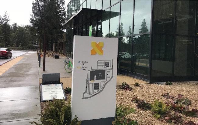캘리포니아 마운틴뷰 메이필드 100번지에 있는 'X 개발 유한회사'(X Development LLC) 건물. 웨이모가 있는 이 건물은 알파벳(구글의 지주회사)의 비밀 프로젝트가 진행되는 곳으로 알려져 있다. [황장석]