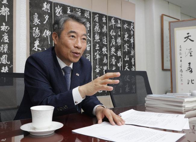 """정종섭 한국당 의원은 """"대통령의 권한을 분산하는 개헌이 필요하다""""고 말한다. [박해윤 기자]"""