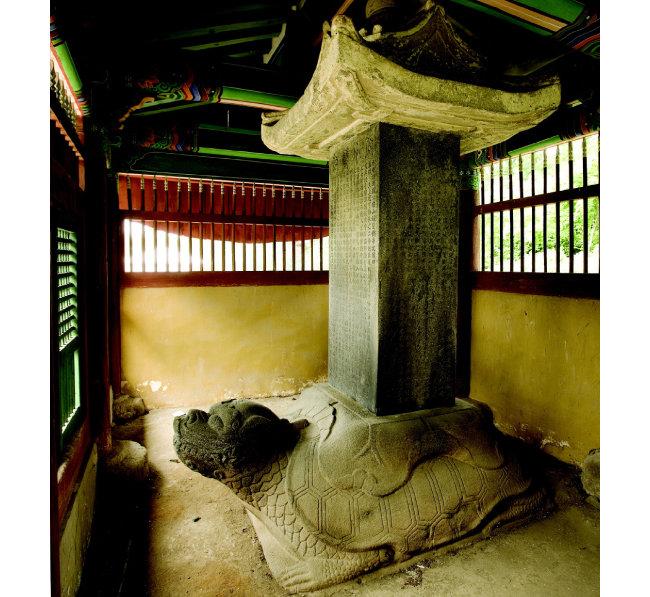 삼전도비는 조선 인조 17년(1639) 병자호란 당시 청나라 태종의 요구에 따라 만들어진 청나라의 승전비로 우리나라 외침의 역사를 상징한다.