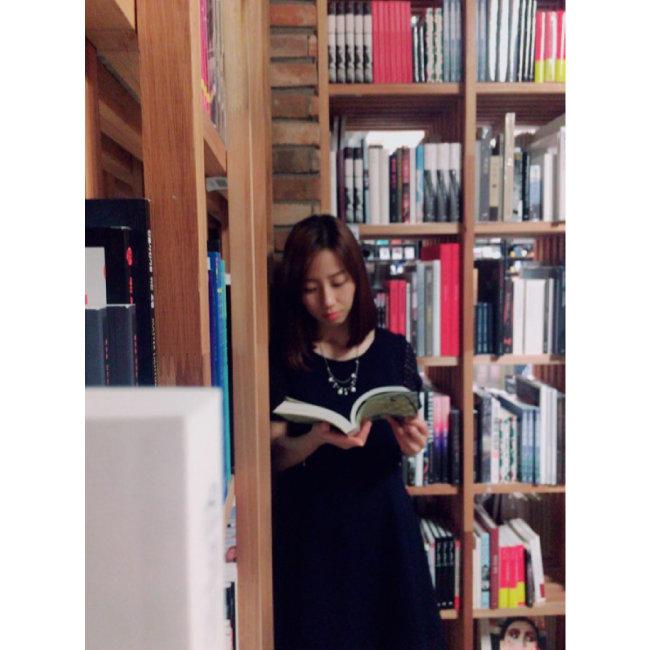 김선미 씨는 책 노 쇼핑을 개시한 후 집 근처 도서관을 즐겨 이용한다. [김선미 제공]