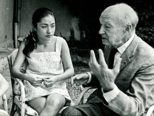 정경화 씨가 바이올린 스승 조셉 시게티(오른쪽)와 이야기를 나누고 있다.